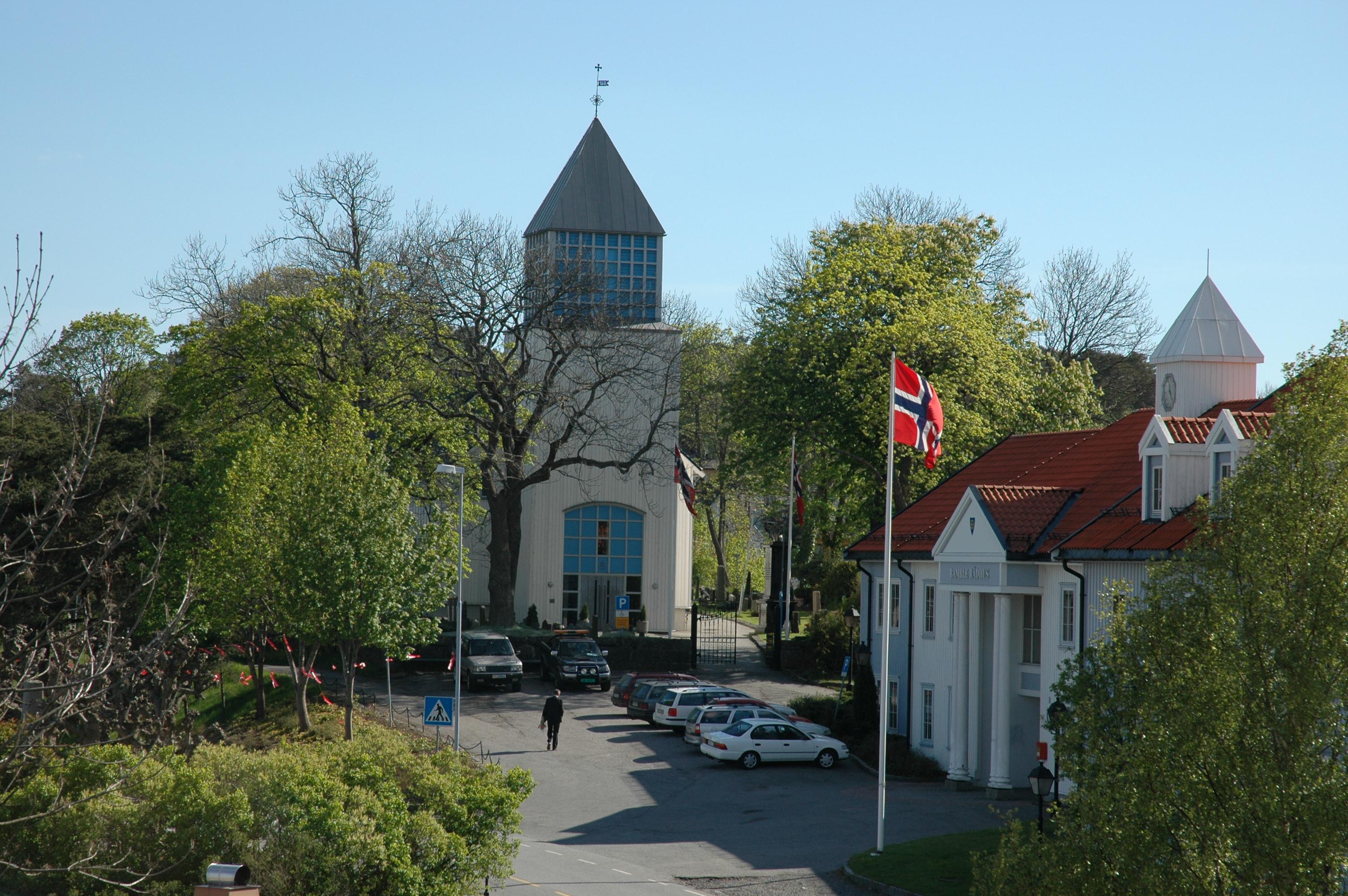 Langesund kirke og Bamble rådhus