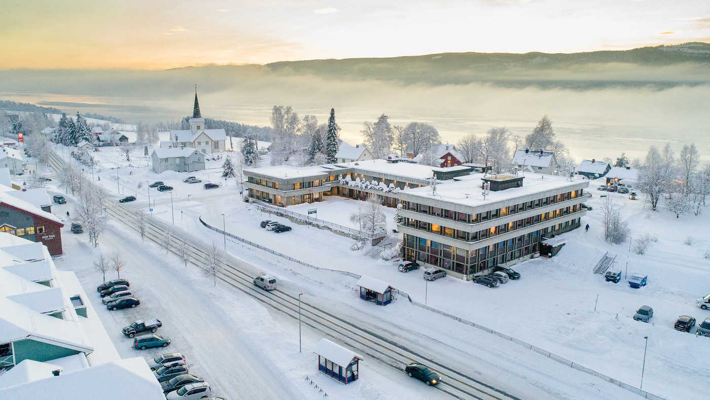 Vinter i Hov, med Rådhuset